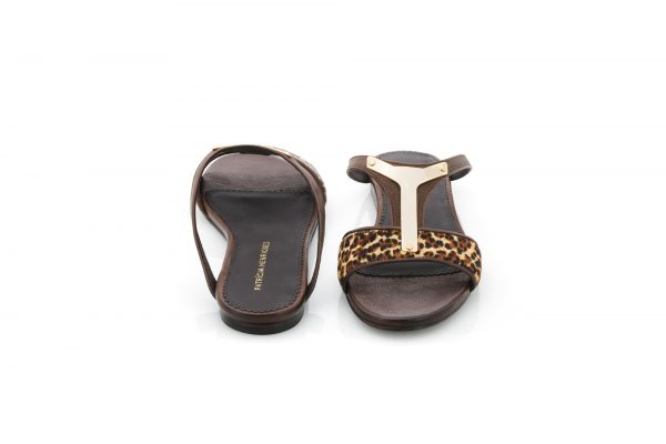 Low heel portuguese sandals with leopard print